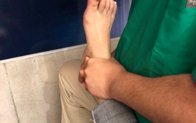 足関節の矯正(大泉井頭針灸院)